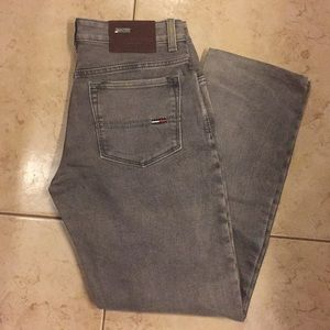 TOMMY HILFIGER JEANS W:32  L: 29 1/2 Color Grey.